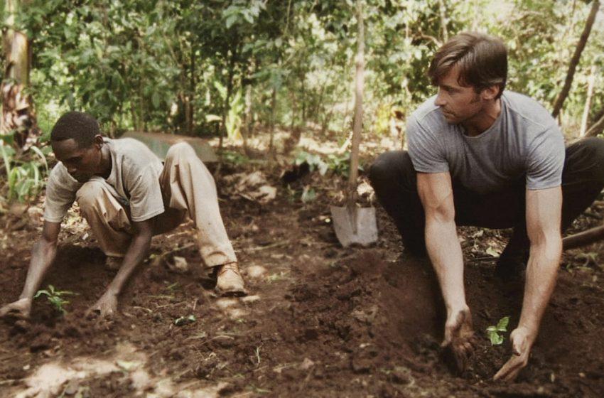 B Hugh and Dukale plant coffee trees 2b