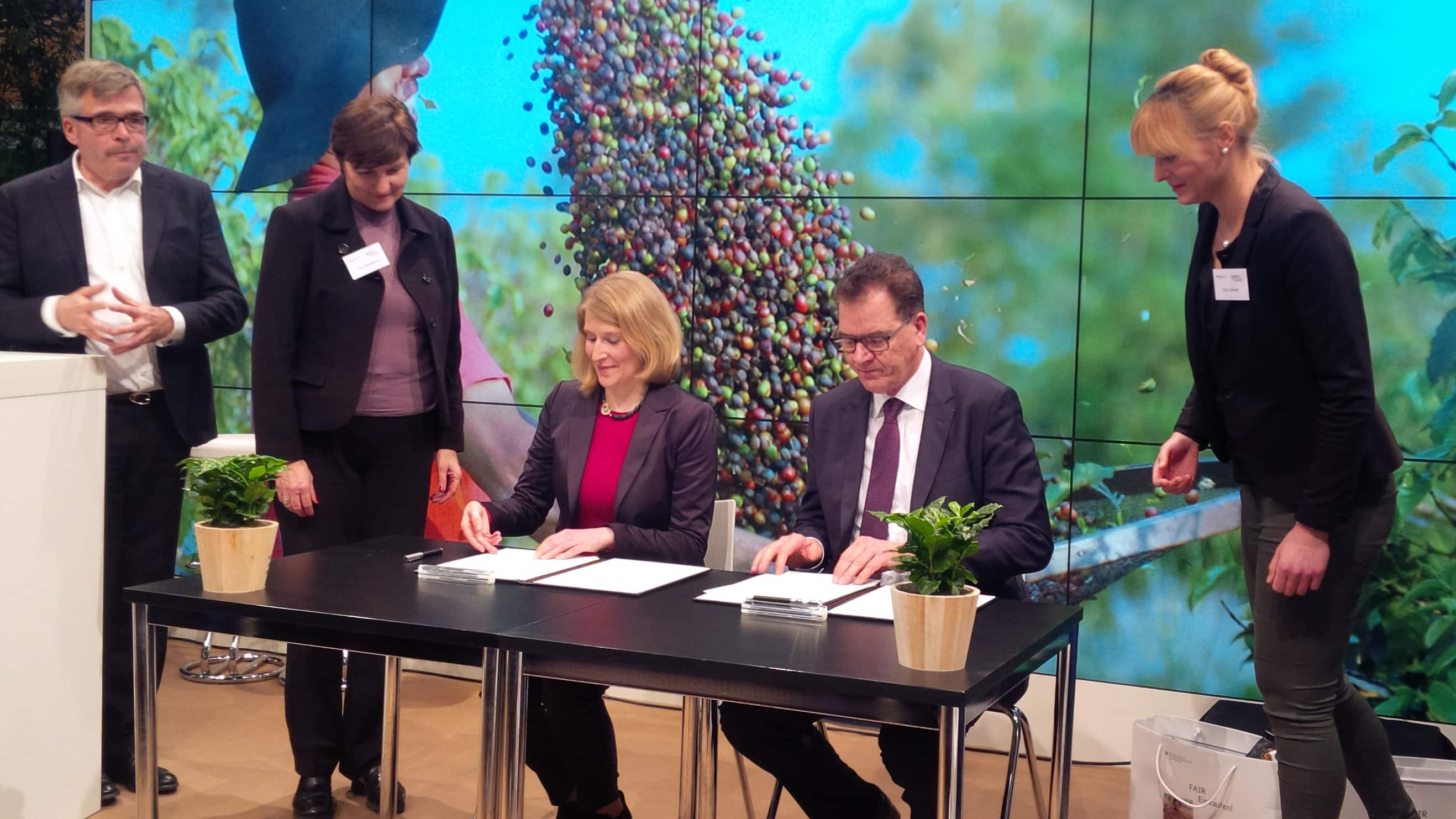 Jennifer Black GW signing 1 - German Ministry puts coffee at the top of the sustainability agenda