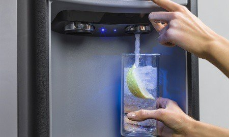 Collette Chlebove IWD 15Series Dispense 450x270 - Follett 7 and 15 Series Ice Dispensers Now Available with Sparkling Water