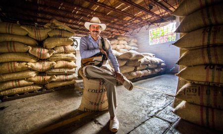 219. Valde¦üs sentado gran angular ma¦üs abierto 450x270 - Colombia, Portrait Country at World of Coffee 2018