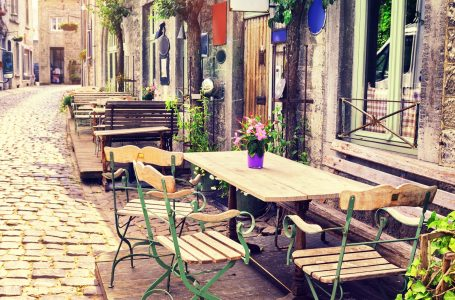 Italians flock back to coffee bars as COVID-19 restrictions eased